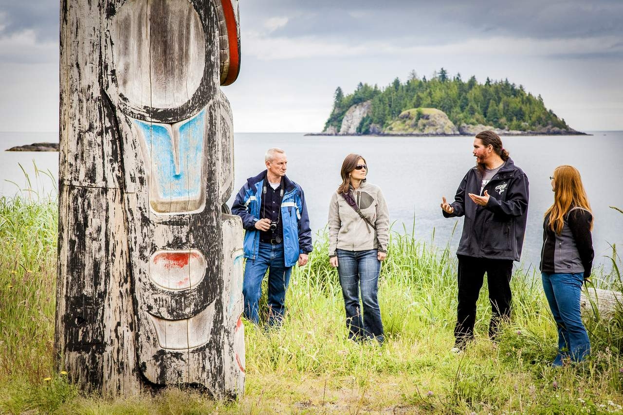 Totempfahl bei Guide-Tour des Haida House at Tllaal