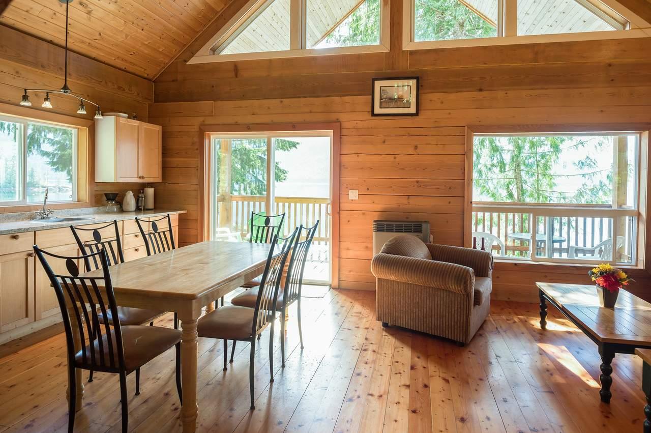 Wohnzimmer einer Hütte der Homfray Lodge