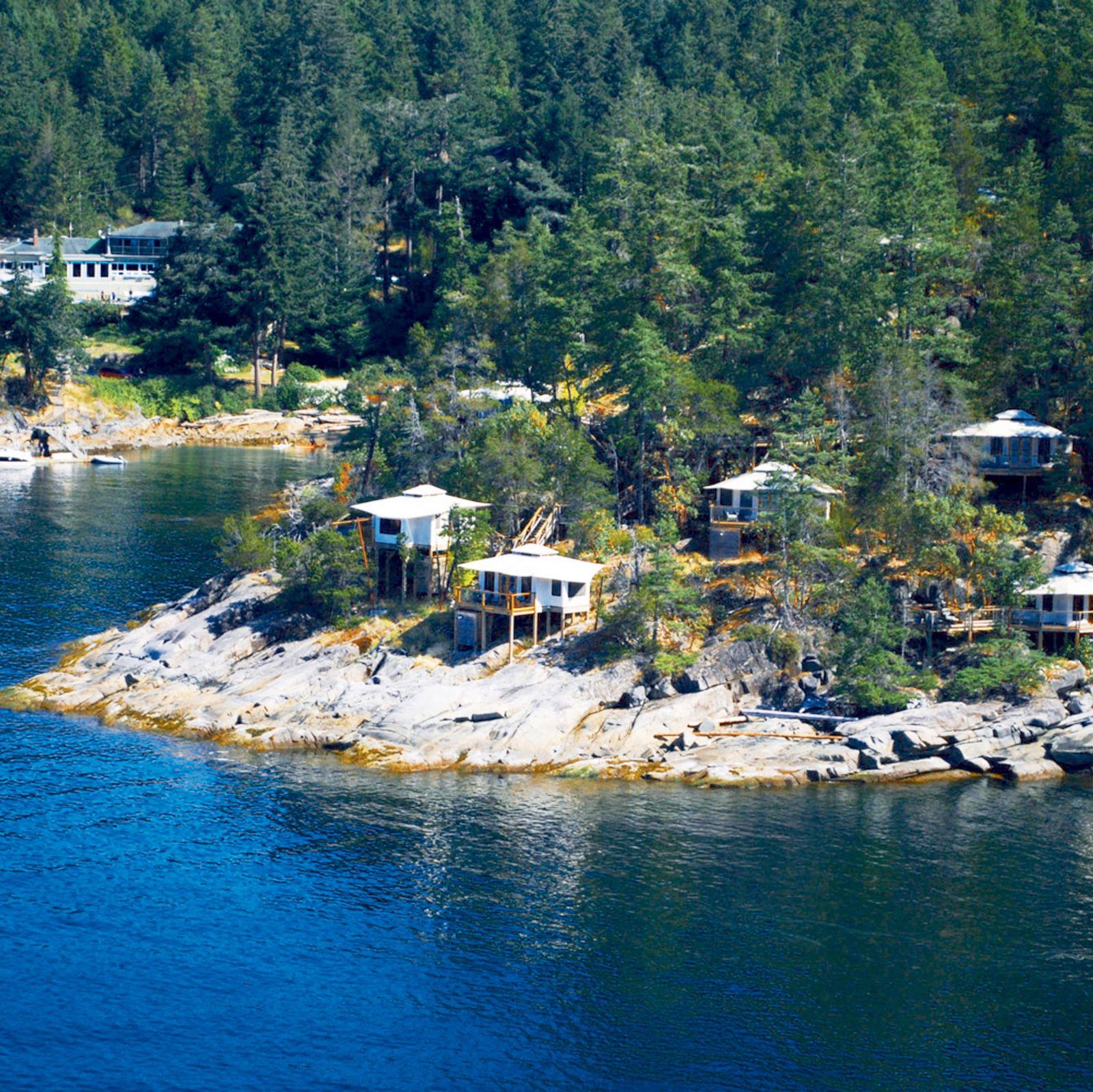 Aussenansicht des Rockwater Secret Cove Resorts in der Half Moon Bay
