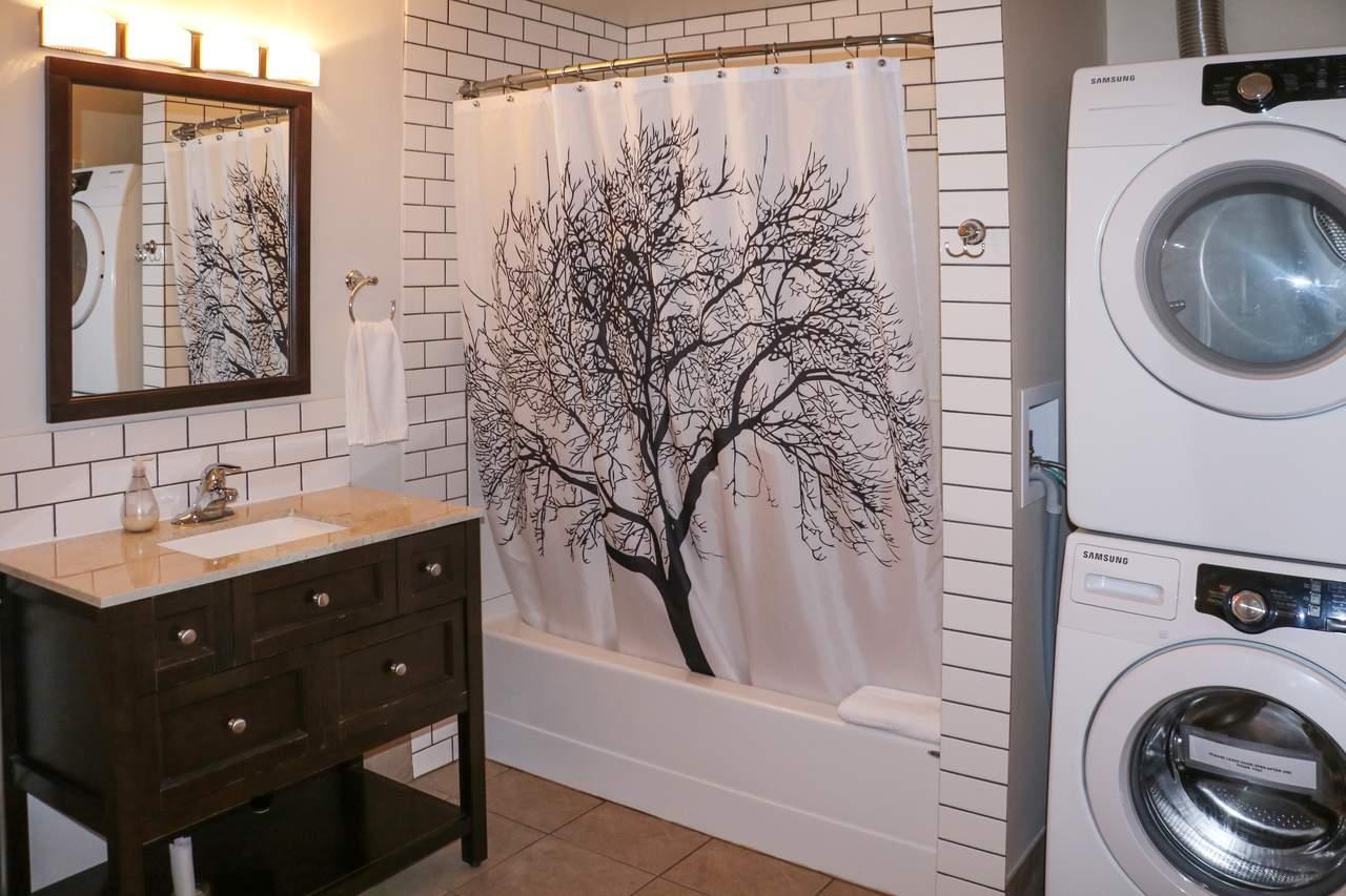 Das Badezimmer eines Apartments im Harbour House in Tofino