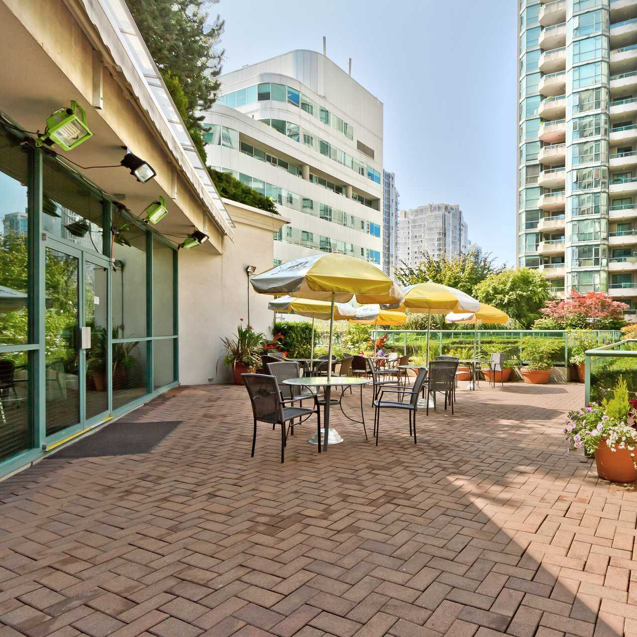 Sheraton Columbia Downtown Hotel Home: Hotel, British Columbia: Rosedale On Robson Suite Hotel