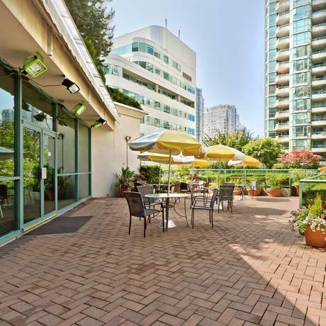 Rosedale on Robson Suite Hotel