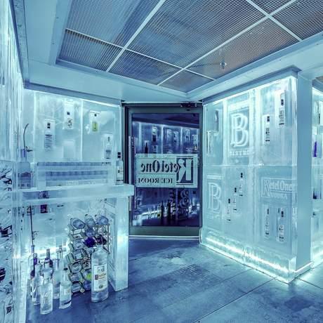 Der Ketel One Vodka Ice Room des The Listel Hotels in Whistler