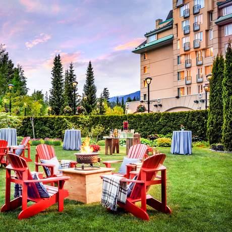 Das Hotelgelände des Fairmont Château Whistler in Kanada