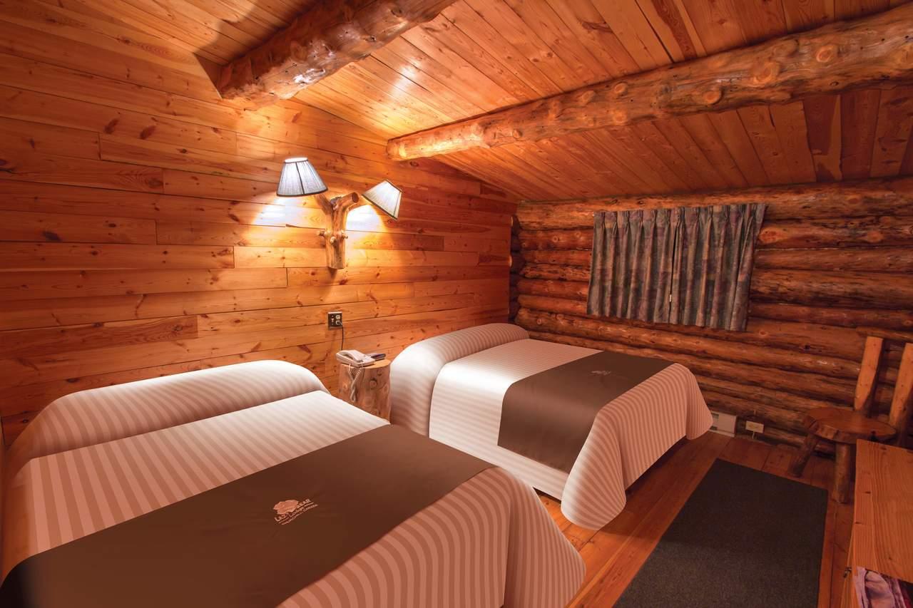 Ein Zweibettzimmer der Lazy Bear Lodge in Churchill, Manitoba
