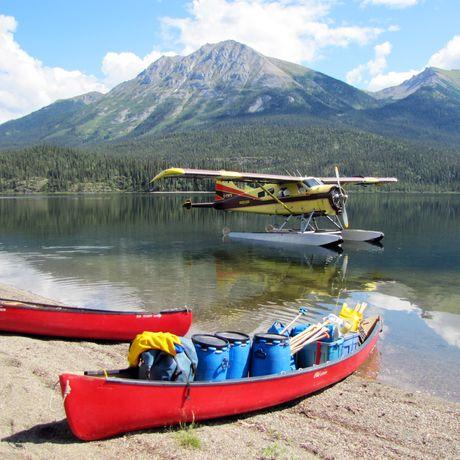 Wasserflugzeug am McPherson Lake