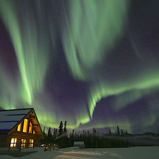 Northern Lights Resort & Spa, Polarlicher über der Lodge