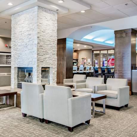 Delta Saguenay Hotel - Lobby