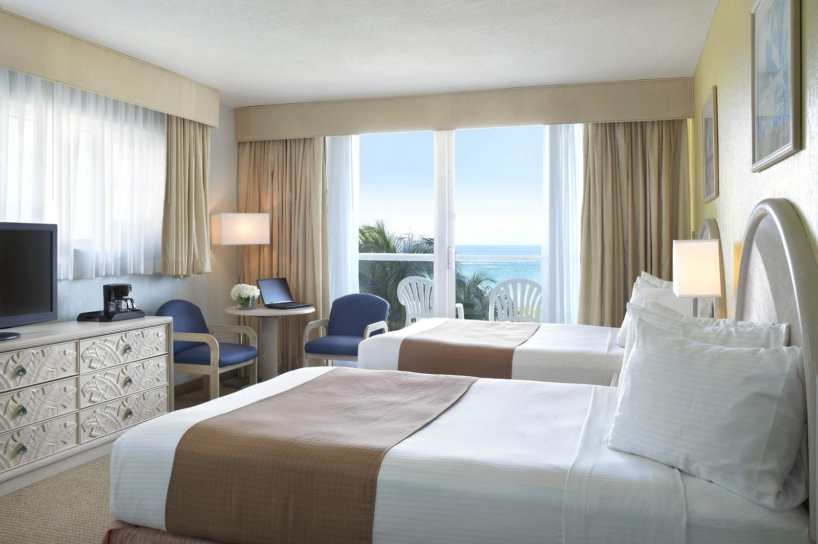 atlantic beach chat rooms Our atlantic beach, nc hotel rooms offer magnificent water views 190 of our 200 hotel rooms have views of the water and all have access to the beach.