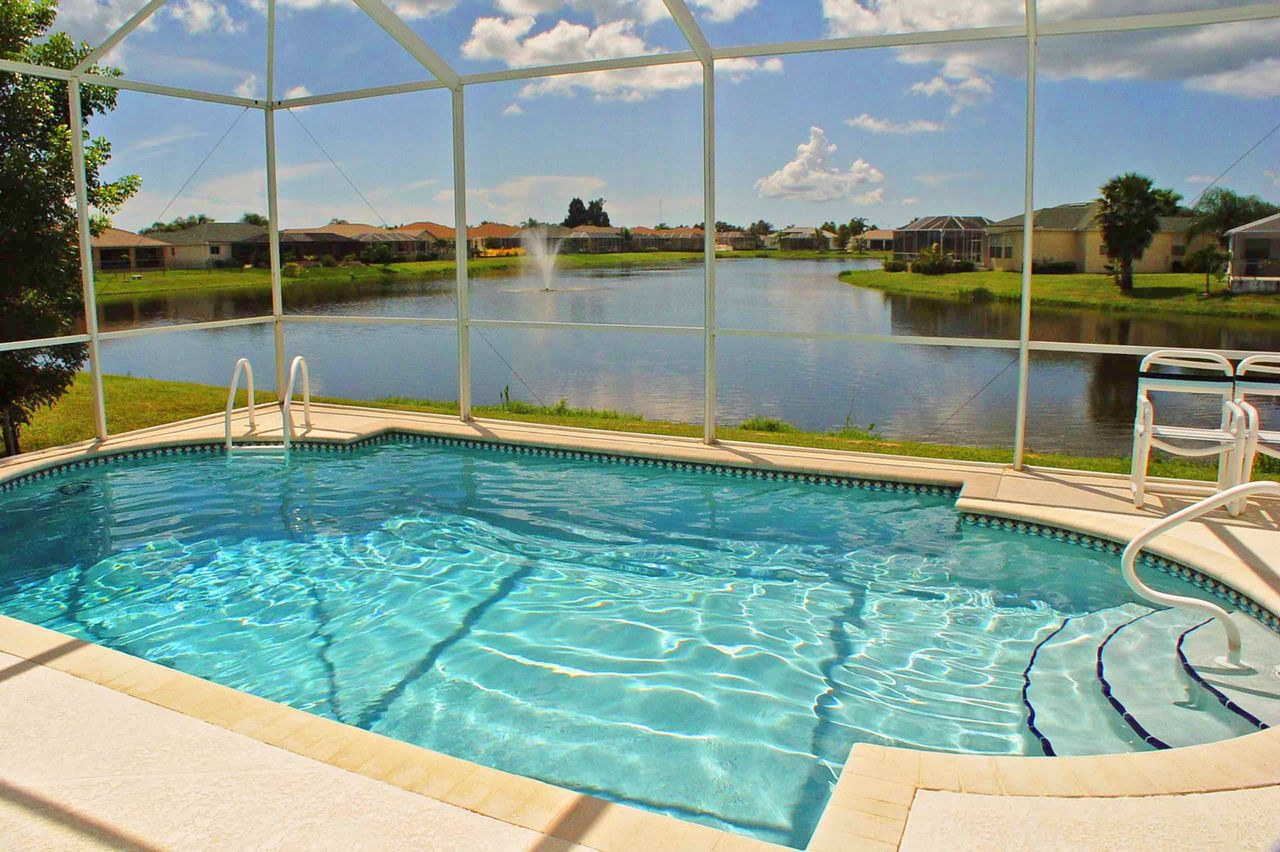 Hotel florida pool homes in fort myers canusa for Florida pool homes