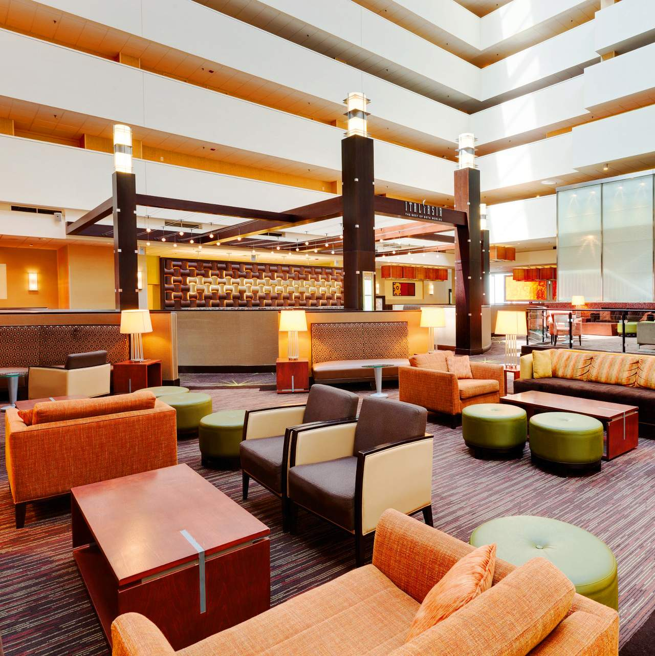 Hotel illinois holiday inn mart plaza canusa for Stylische hotels
