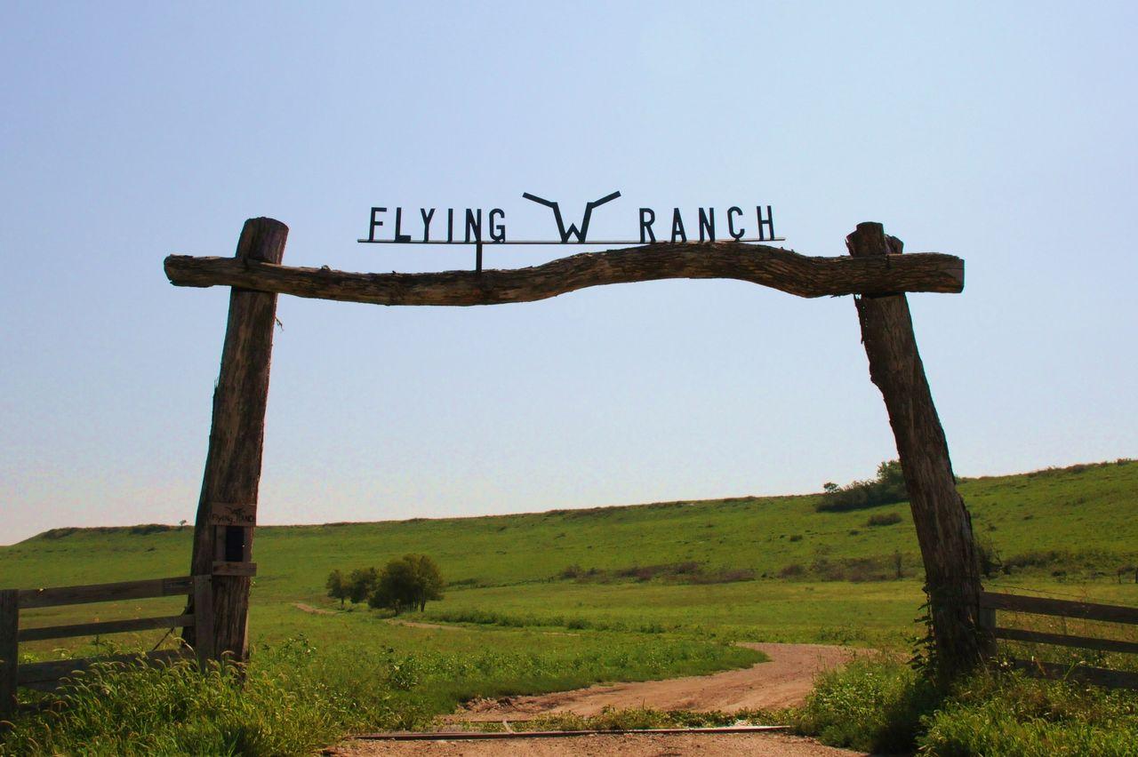 Eingang der Flying W Ranch in Cedar Point, Kansas