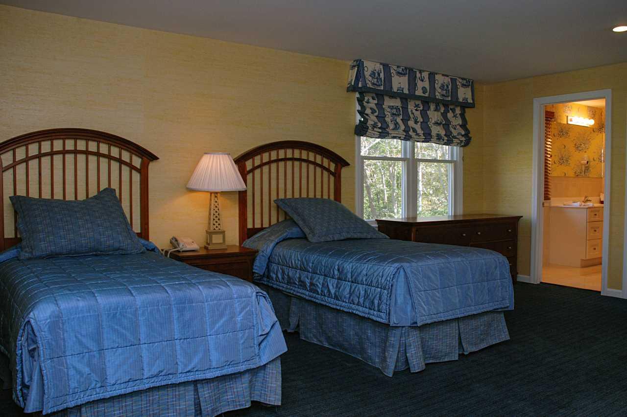 Hotel, Massachusetts: Grand Harbor House | CANUSA