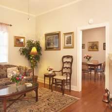 Wohnzimmer im Cottage 3 der Oak Alley Plantation in Vacherie, Louisiana