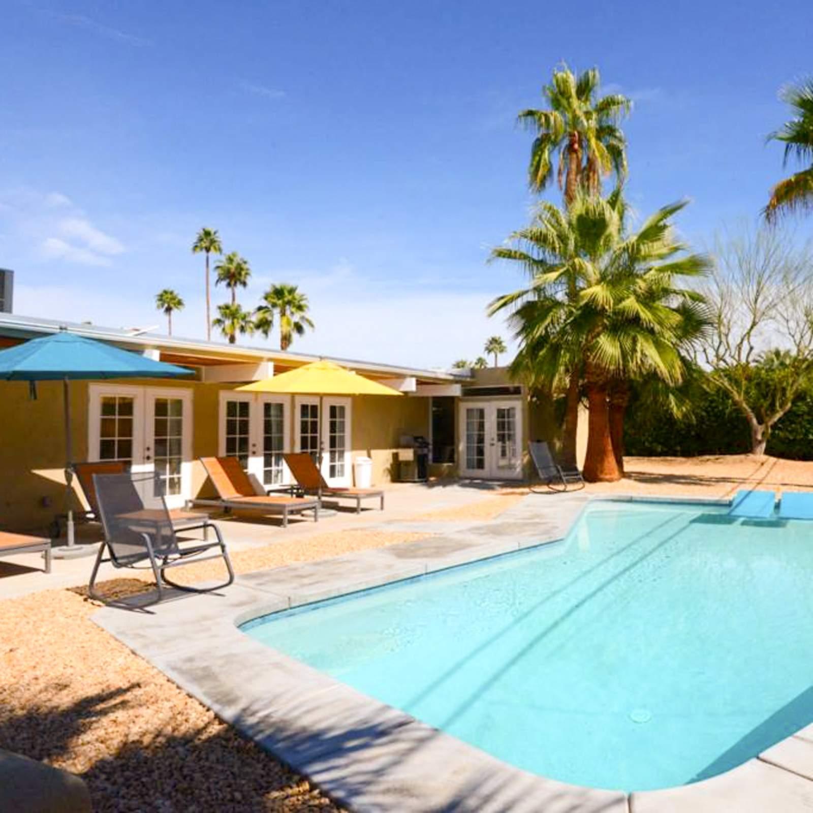 hotel kalifornien ferienh user mit pool canusa. Black Bedroom Furniture Sets. Home Design Ideas