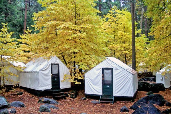 Hotel kalifornien yosemite park half dome village for Curry village cabins yosemite