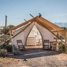 Ein Zelt des Moab Under Canvas Glampingplatzes in Utah