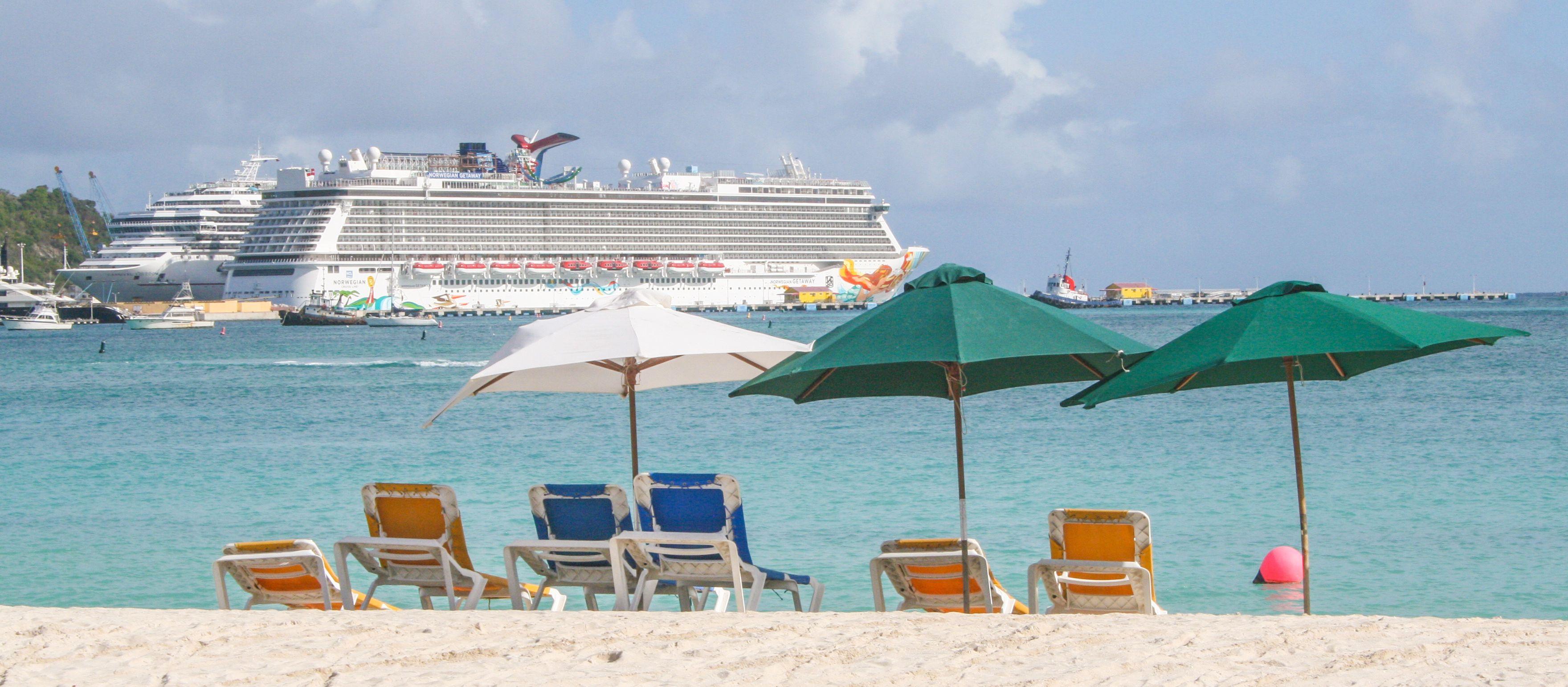 Der Kreuzfahrthafen in Philipsburg auf der Insel Sint Maarten