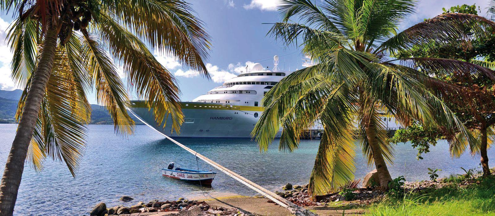 Die MS Hamburg im Cabrits National Park, Dominica