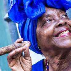 Rauchende Frau in Havana, Kuba