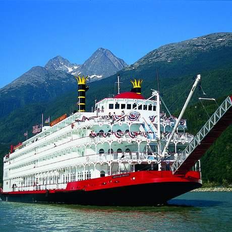 Das American Empress Kreuzfahrtschiff auf einem Fluss in Oregon