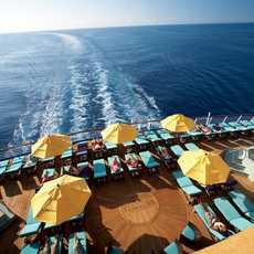 """Das """"Serenity Adult-Only Retreat"""" Deck des Carnival Imagination Kreuzfahrtschiffes von der Carnival Cruise Line Reederei"""