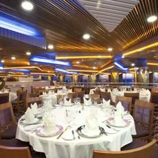 """Der """"Pride Dining Room"""" des Carnival Imagination Kreuzfahrtschiffes von der Carnival Cruise Line Reederei"""