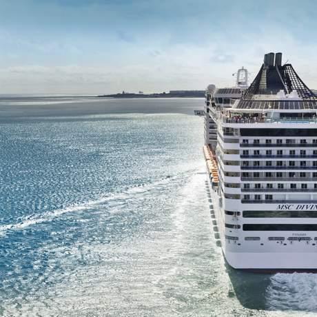 Rückansicht des MSC Kreuzfahrtschiffes Divina