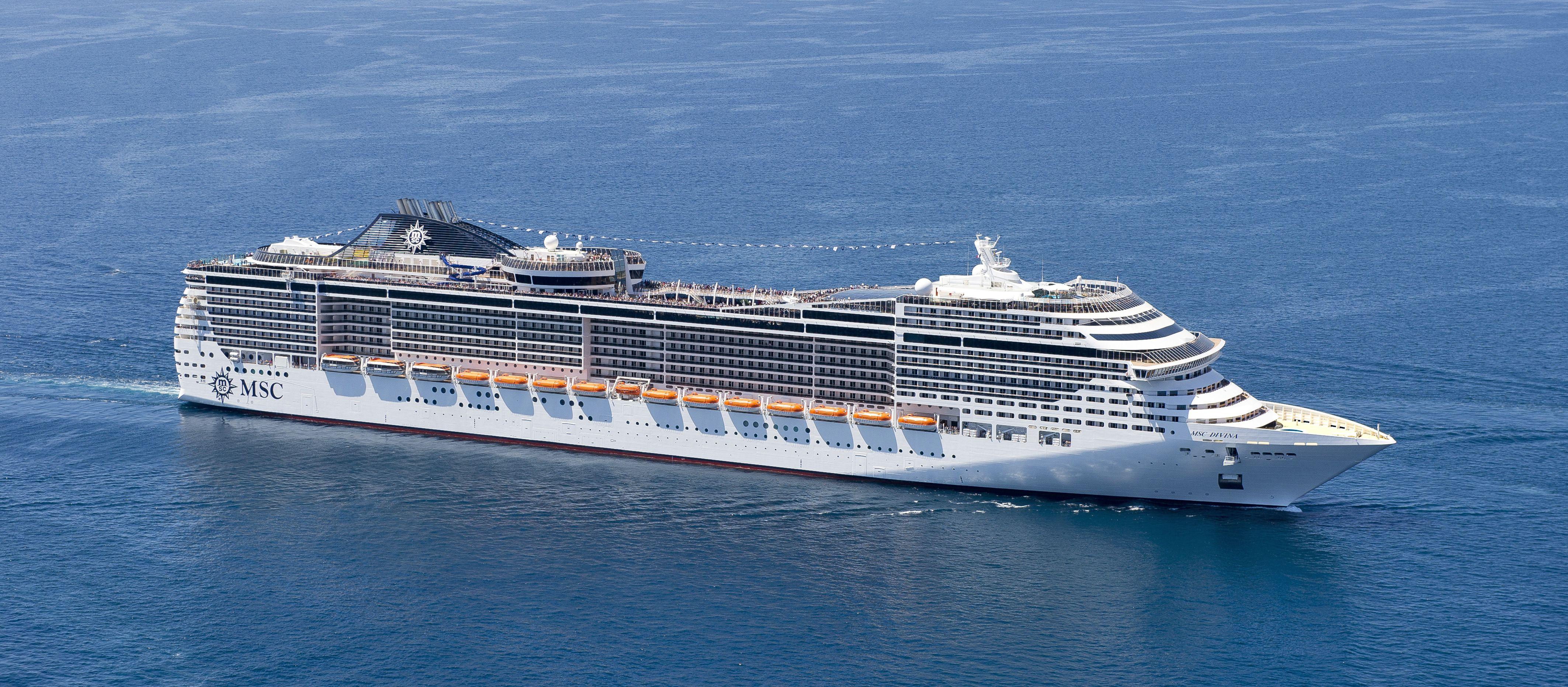 Seitenansicht des MSC Kreuzfahrtschiffes Divina