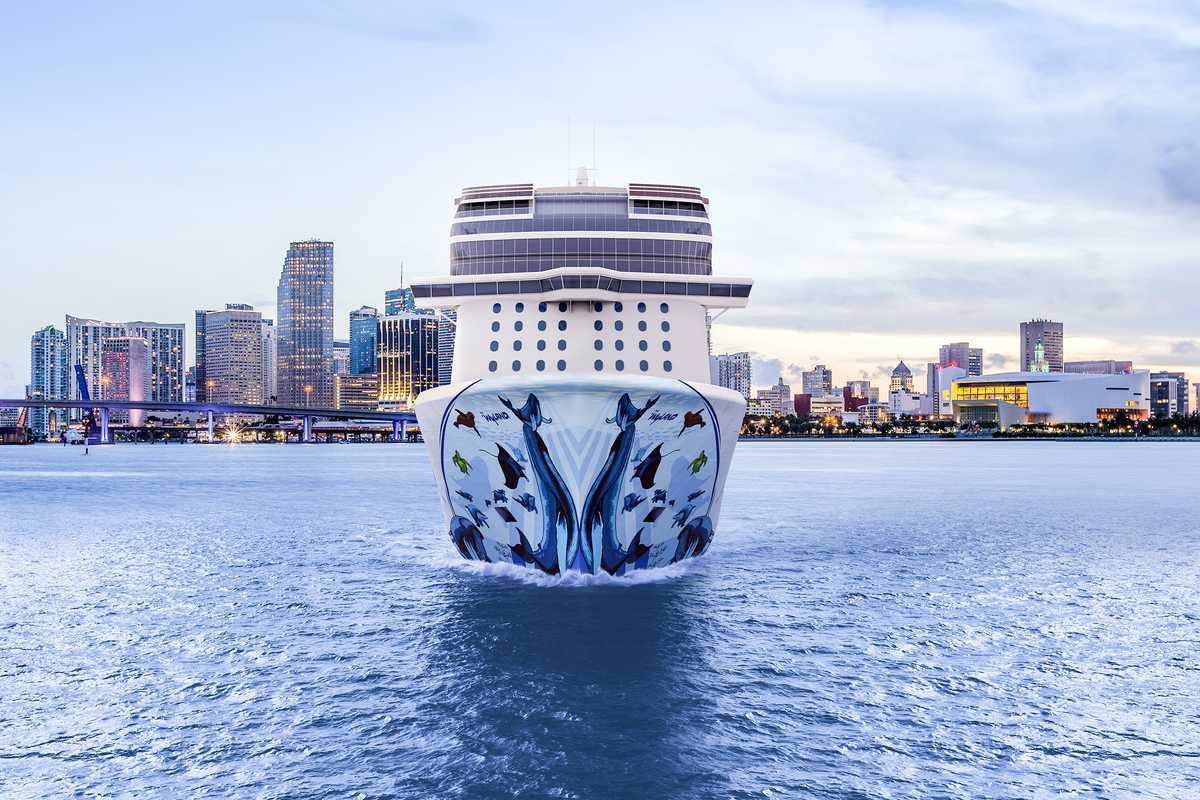 Kreuzfahrtschiff der Norwegian Cruise Line vor Tortola