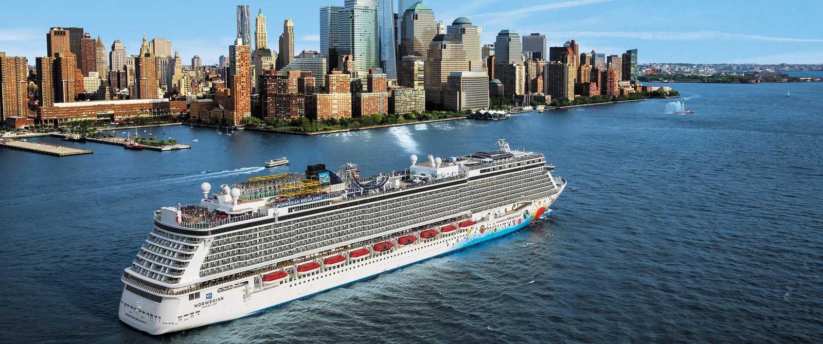 Norwegian Breakaway vor Manhattan