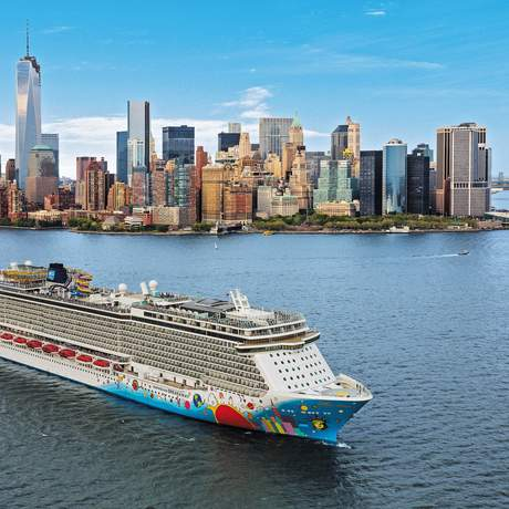 Norwegian Breakaway vor Manhattan