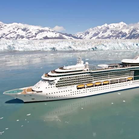 Serenade of the Seas am Hubbard-Gletscher