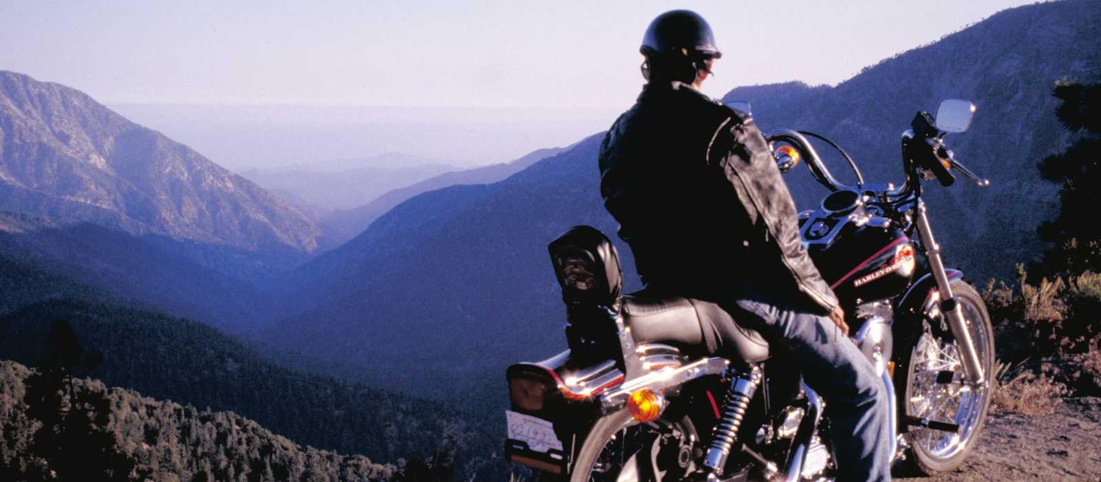 Auf einer Harley die tolle Aussicht genießen