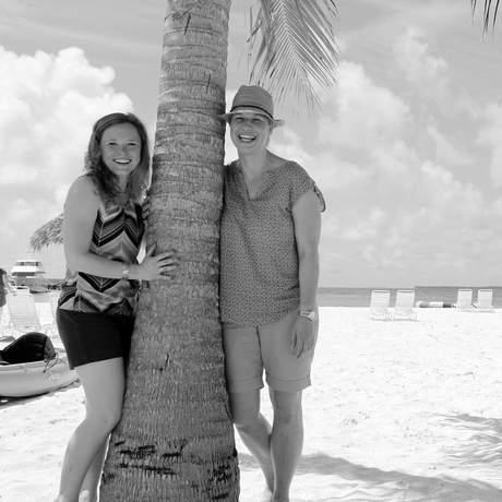 Diana und Kathrin am Strand von Abaco