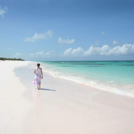 Diana Pfister am Strand des Greenwood Beach Resorts auf Cat Island