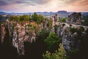 Die malerische Bastei in der Sächsischen Schweiz im Elbsandsteingebirge