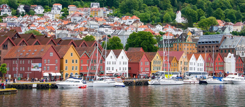 Blick auf das alte Lagerviertel Bryggen in der Stadt Bergen in Norwegen