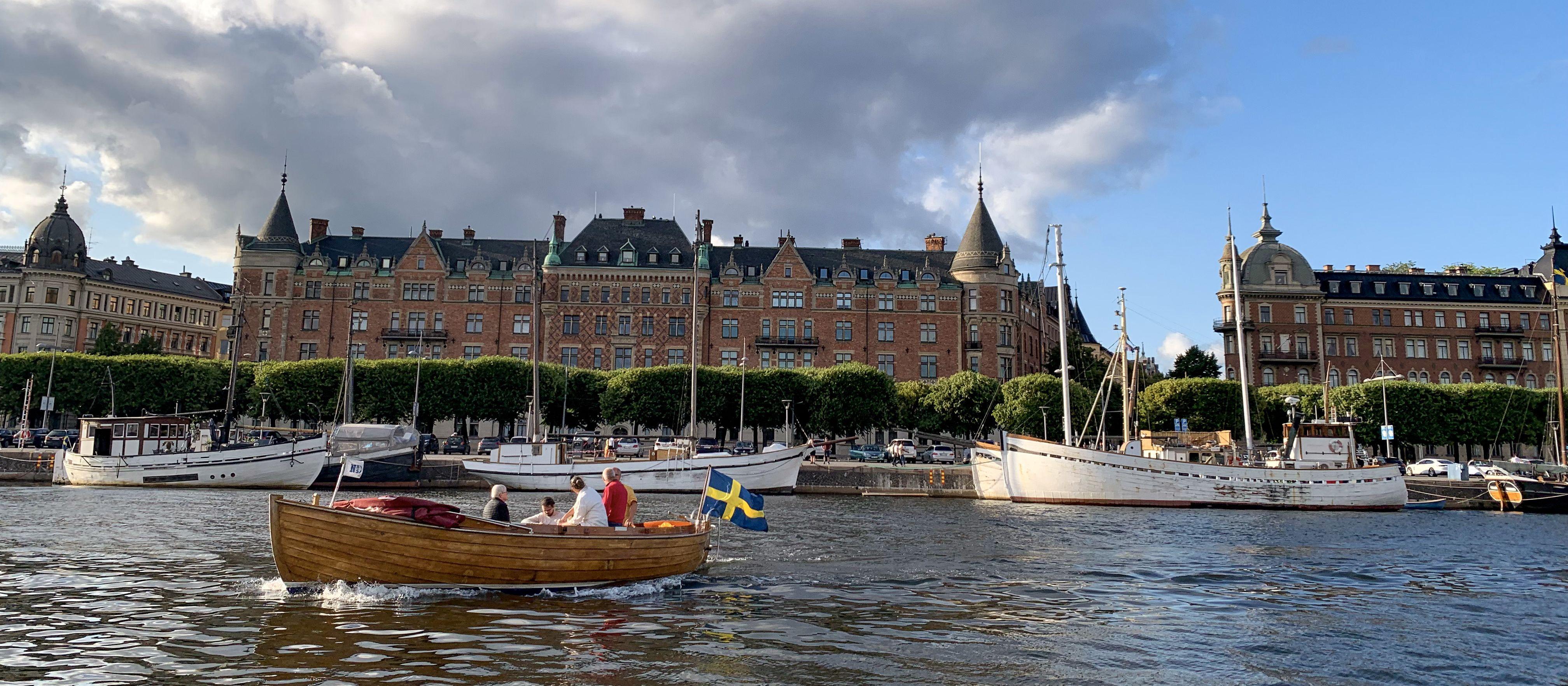 Eine gemütliche Bootsfahrt durch den Hafen von Stockholm