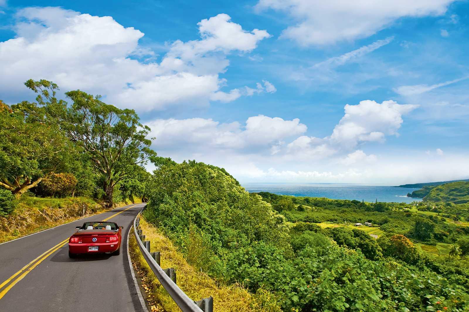 Maui - kurvenreiche, spektakuläre Hana Road