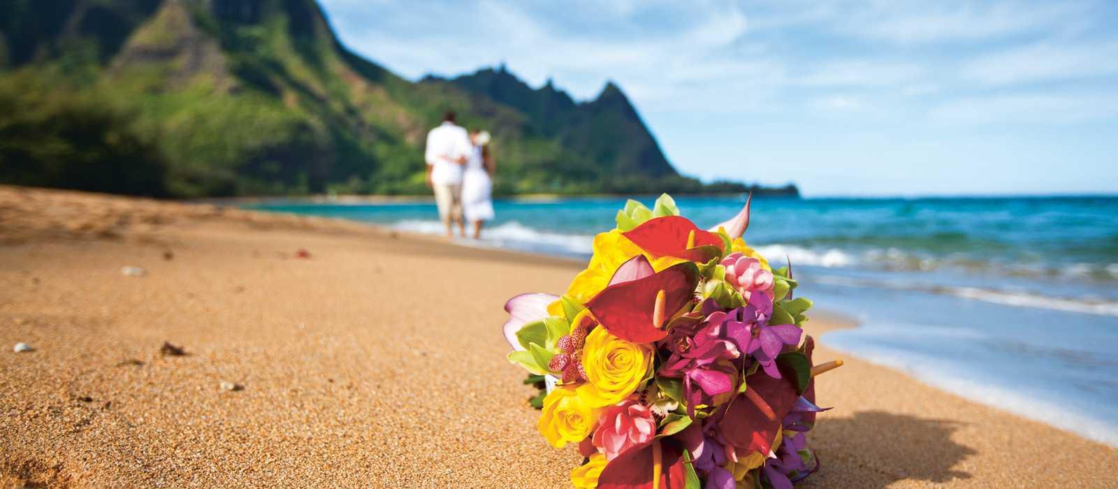 Brautstrauß am Strand von Kaua'i, Hawaii
