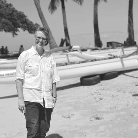 Karin am Strand von Oahu