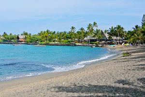 Traumhafte Strandbucht auf Hawaii Island