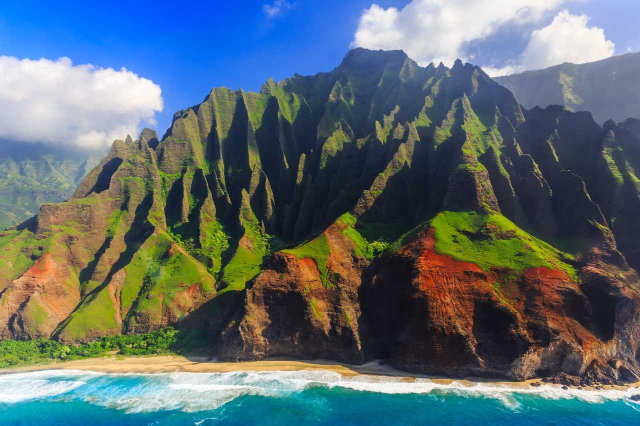 Beeindruckender Blick aus der Luft auf die Na Pali Küste