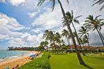 Die Wiese am Poipu Beach auf Kauai, Hawaii