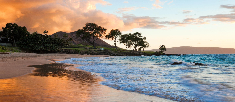Idyllischer Strand während der Morgenstunden