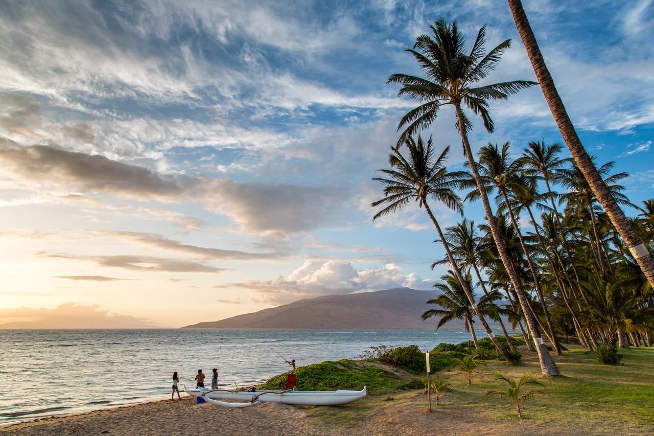 Sonnenuntergang am Strand von Maui