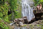 Pause am Wasserfall auf Maui, Hawaii