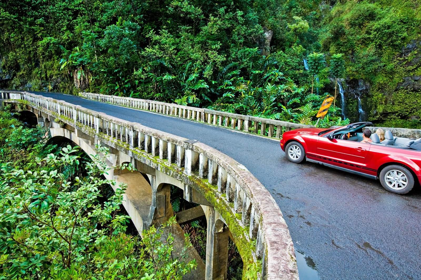 Hana-Küste, ein tropische Küstenlandschaft auf Maui