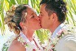 Heiraten auf Hawaii: Kuss unter Palmen